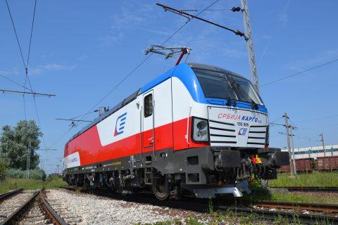 Een Siemens Vectron-locomotief in Servië