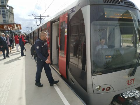 Hoekse Lijn voor het eerst open voor passagiers