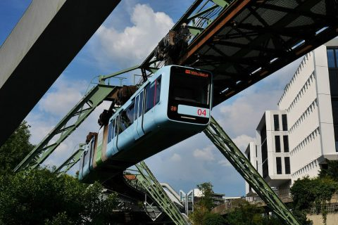Wuppertal_Schwebebahn, bron: wikipedia commons media