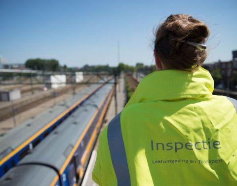Een inspectief van de Inspectie Leefomgeving en Transport, foto: ILT