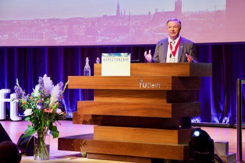 George Clark, president van IRSE, tijdens het Aspect-congres bij de TU Delft