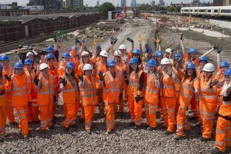 Vrouwelijke spoorwerkers