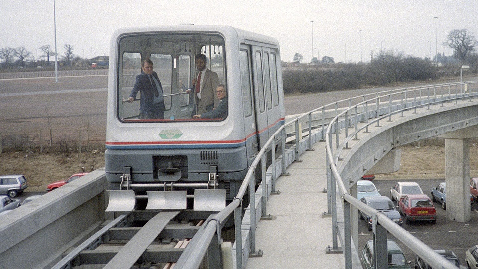 Maglev-people-mover-op-Birmingham-Airport