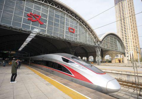 Een hogesnelheidstrein vertrekt vanaf het treinstation Hankou in Wuhan, bron: Hollandse Hoogte