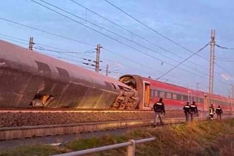 In Italië ontspoorde een hogesnelheidstrein bij de plaats Lodi, foto: ANP
