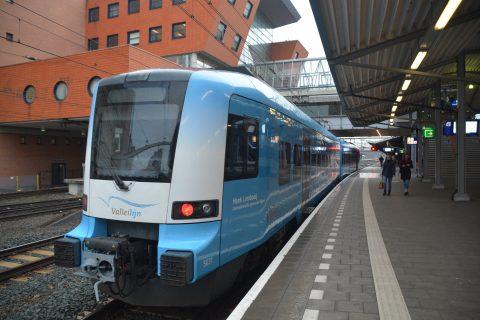 Een Connexxion-trein van de valleilijn op station Amersfoort