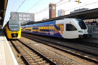 NS-dubbeldekker en Arriva-Flirt op station Nijmegen