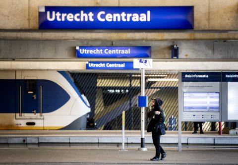 Een reiziger op Utrecht Centraal, foto: ANP