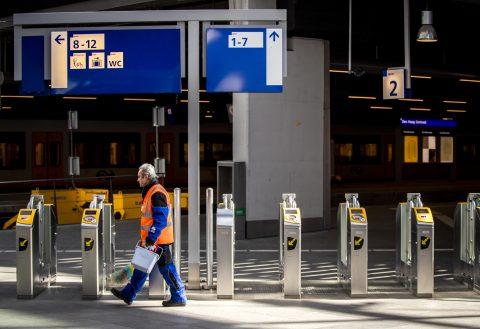 Een leeg station in Den Haag tijdens de coronacrisis, foto: ANP