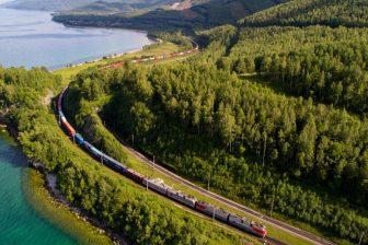Russische-container-trein-bij-Baikalmeer