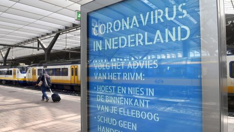 Covid-19-poster-Rotterdam-Centraal-station