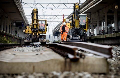 Werkzaamheden aan de A10 en het spoor bij station Amsterdam Zuid, foto: ANP