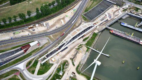Theemswegtrace-brug-en-omgeving-haven-rotterdam