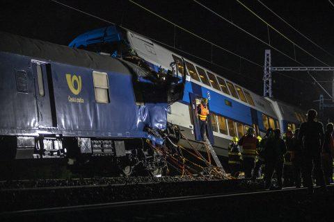In de buurt van Praag botsten twee treinen op elkaar, foto: ANP