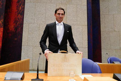 Prinsjesdag: Hoekstra presenteert zijn koffertje, foto: ANP