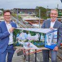 Wethouder Stephan Brandligt en Patrick Joosen, directeur van BPD presenteren de plannen voor stationsgebied Delft Campus