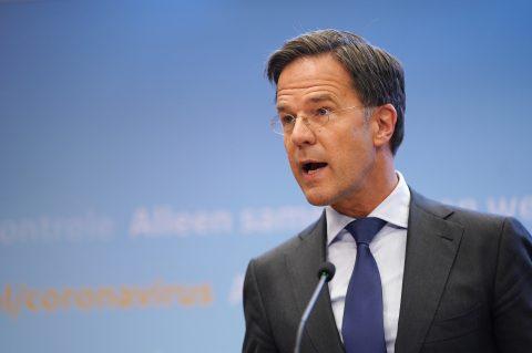 Premier Rutte bij de persconferentie waarin verscherpingen van maatregelen zijn aangekondigd, foto: ANP