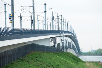 De HSL-spoorbrug over Hollands Diep, bron: ProRail