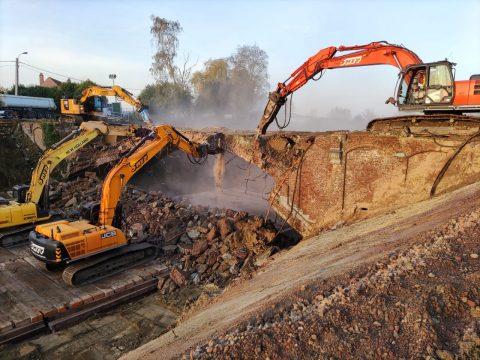 100 jaar oude Belgische spoorbrug wordt afgebroken