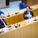 Ferdinand Grapperhaus, demissionair minister van Justitie en Veiligheid, en demissionair premier Mark Rutte tijdens het debat in de Tweede Kamer over de nieuwe spoedwet over de avondklok, foto: ANP