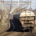 Een goederentrein met wagons voor het vervoer van granen in bulk getrokken door een diesellocomotief van de spoorvervoer Freightliner Poland onderweg tussen Deventer en Hengelo naar de Nederlands - Duitse grens, foto: ANP