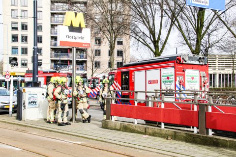 Brand bij metrostation Oostplein in Rotterdam, foto: GinoPress