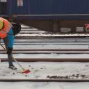 Het spoor van de Rotterdamse haven wordt sneeuwvrij gemaakt