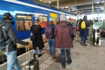 Drukte op het perron op station Breda