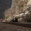 Een lawine heeft het spoor tussen Goarshausen en Kestert geblokkeerd, foto: ANP