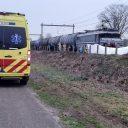 Automobilist overlijdt aan verwondingen na aanrijding met goederentrein in Zinderen bij Borne, News United / Dominique Gemser