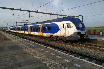 Een NS-sprinter op station Lage Zwaluwe