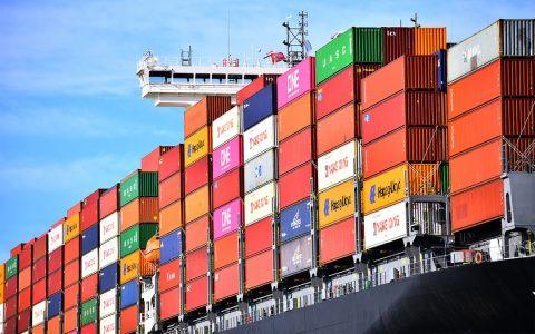 Een containerschip in de Rotterdamse haven, foto: Danny Cornelisse