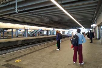 Reizigers op station Utrecht Centraal tijdens de coronapandemie