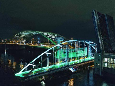 Suurhoffbrug transport door Rotterdam, bron: Rijkswaterstaat
