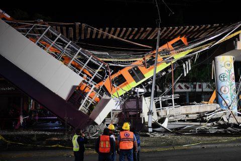 Een metrobrug is ingestort in Mexico City, foto: ANP