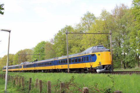 20-jarige jongen omgekomen bij aanrijding tussen trein en auto in Glimmen, foto: Noordernieuws/De Vries Media