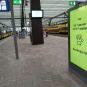 Een bord met een verwijzing naar de mondkapjesplicht op station Rotterdam Centraal