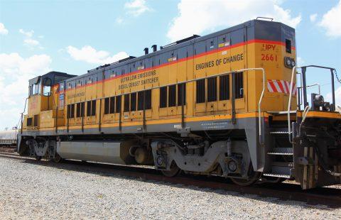 Een Switcher locomotief van Sierra Northern Railway die wordt omgebouwd tot waterstoftrein