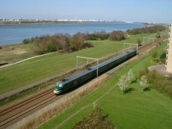 de_mat_54_-_een_van_de_vele_treinen_die_over_de_hoeksae_lijn_hebben_gereden.jpeg